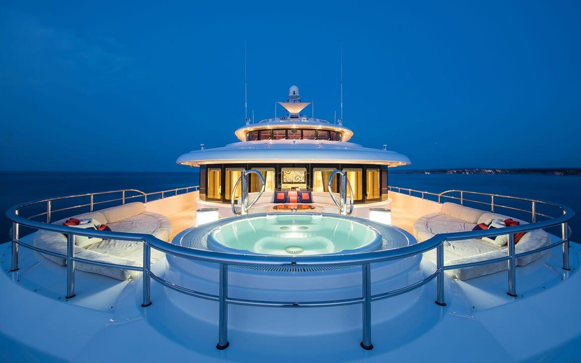 Motor Yacht ARIENCE Forward Deck Jacuzzi