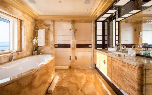 Motor Yacht ARIENCE Master Bathroom