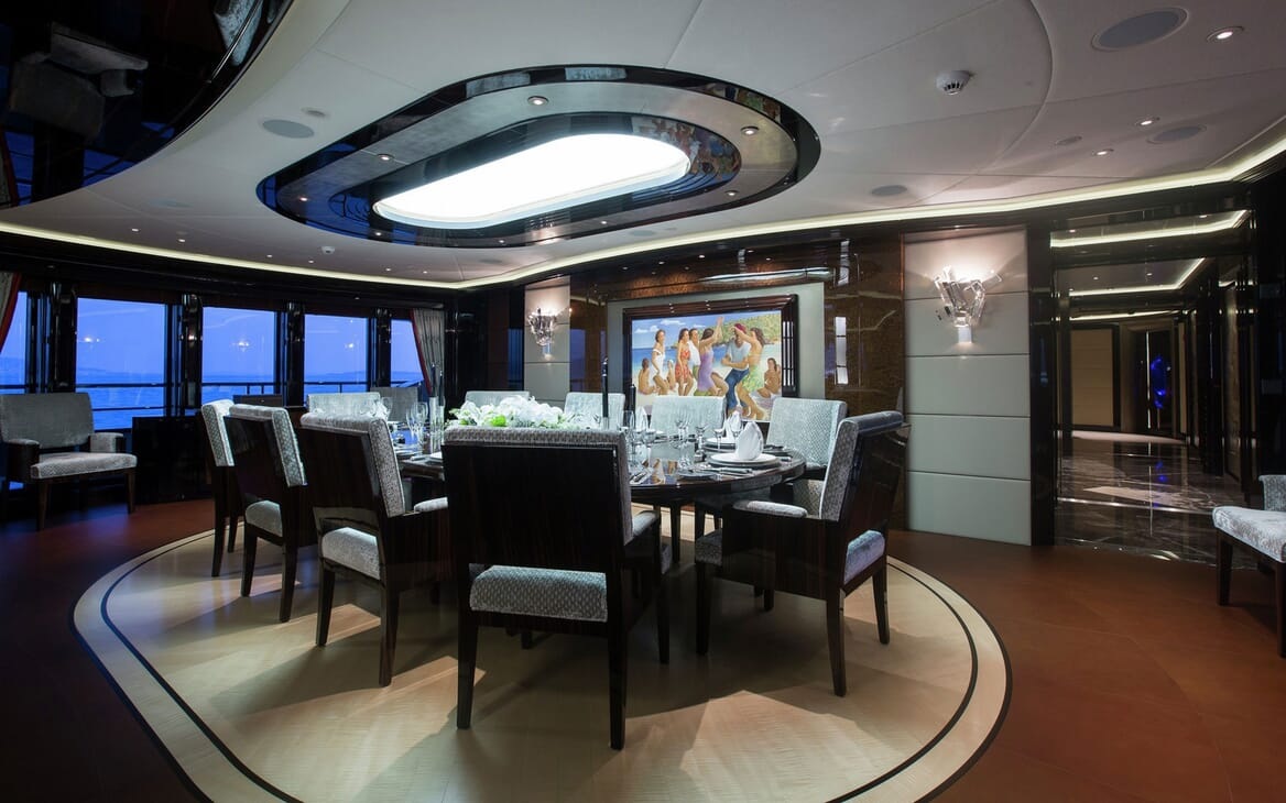 Motor Yacht ARIENCE Dining Table