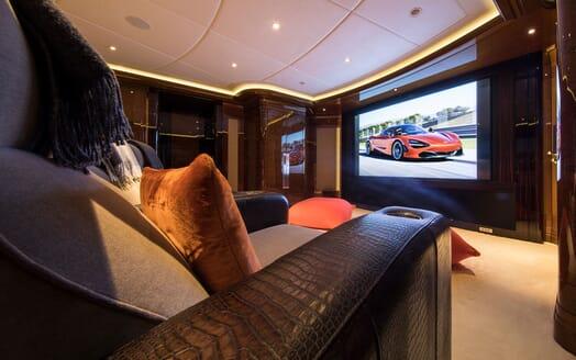 Motor Yacht ARIENCE Cinema