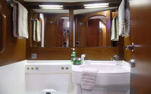Sailing Yacht Constanter bathroom
