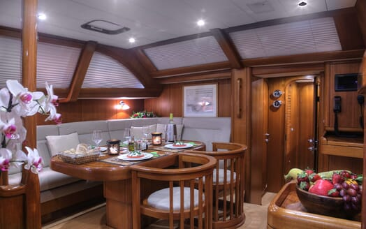Sailing Yacht Constanter salon