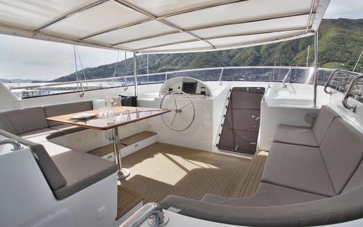 Motor Yacht TASMAN Sun Deck Table