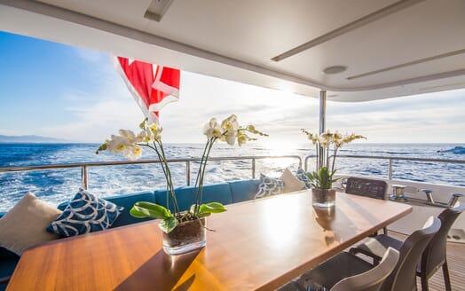 Motor Yacht LULU Aft Seating
