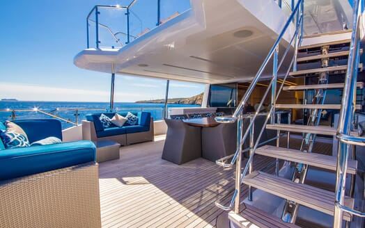 Motor Yacht LULU Deck Table and Seating