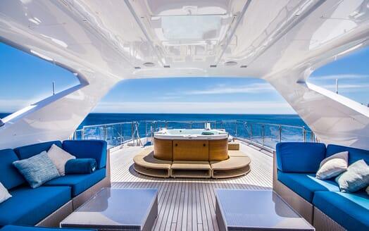 Motor Yacht LULU Jacuzzi