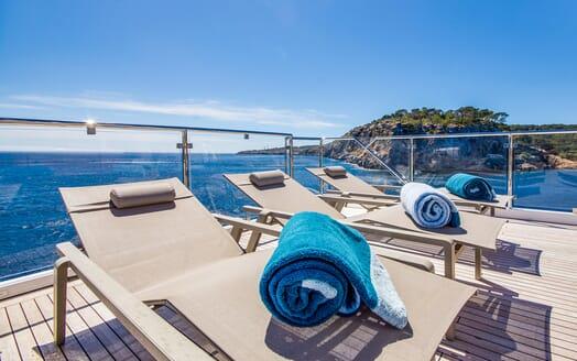 Motor Yacht LULU Deck Sun Lounger