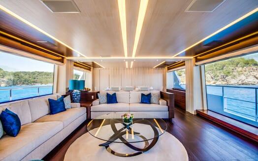 Motor Yacht LULU Main Saloon