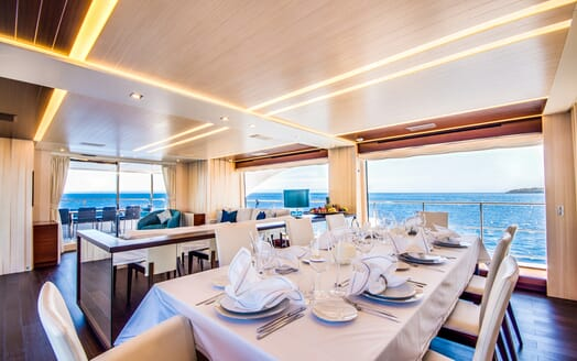 Motor Yacht LULU Dining Table