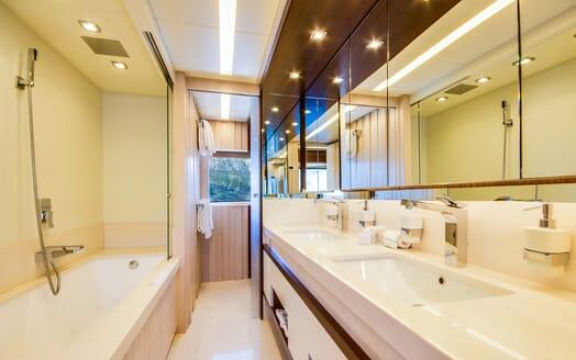 Motor Yacht LULU Bathroom