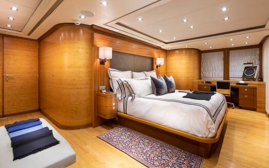 Motor Yacht Man of Steel Master Stateroom