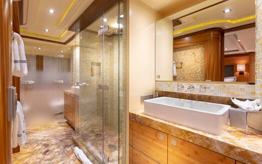 Motor Yacht Man of Steel Master Bathroom