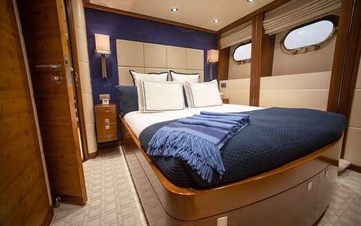 Motor Yacht Man of Steel Double Stateroom