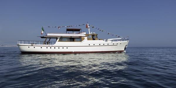 Motor Yacht Emerald exterior
