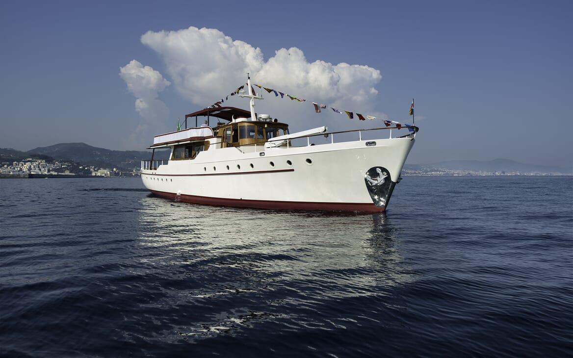 Motor Yacht Emerald  bow