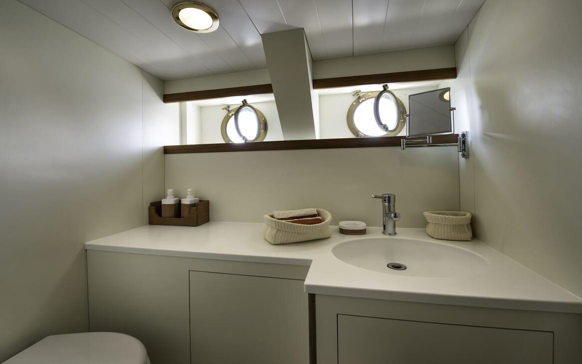Motor Yacht Emerald  bathroom