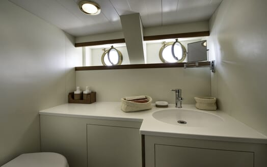 Motor Yacht Emerald  bathroom