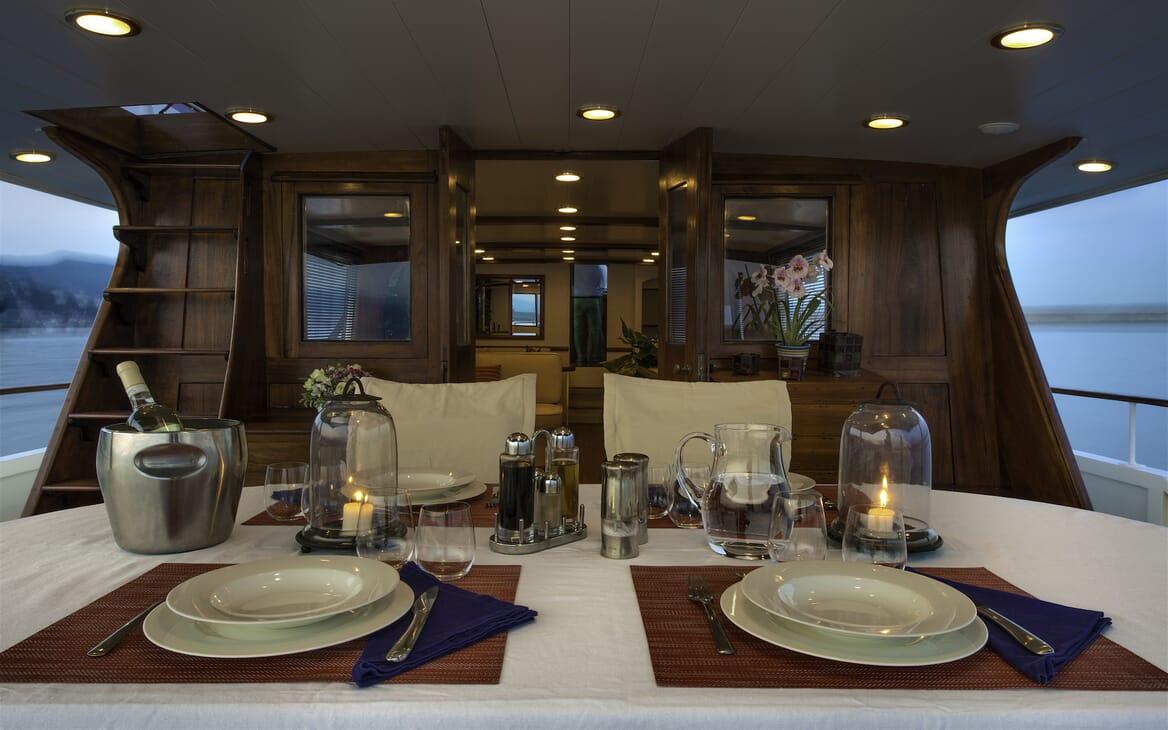 Motor Yacht Emerald al fresco dining