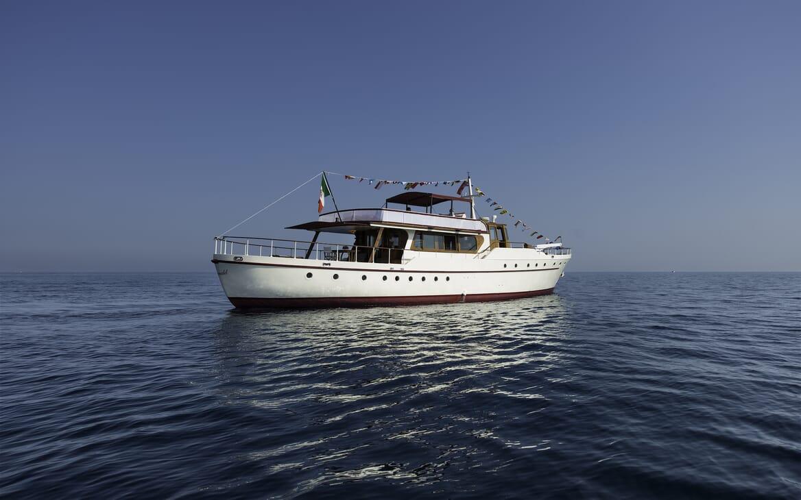 Motor Yacht Emerald aft