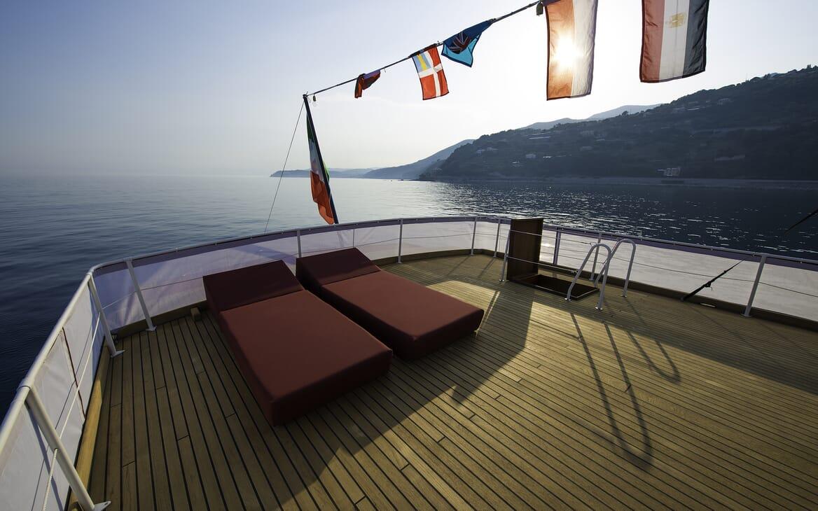 Motor Yacht Emerald sun deck