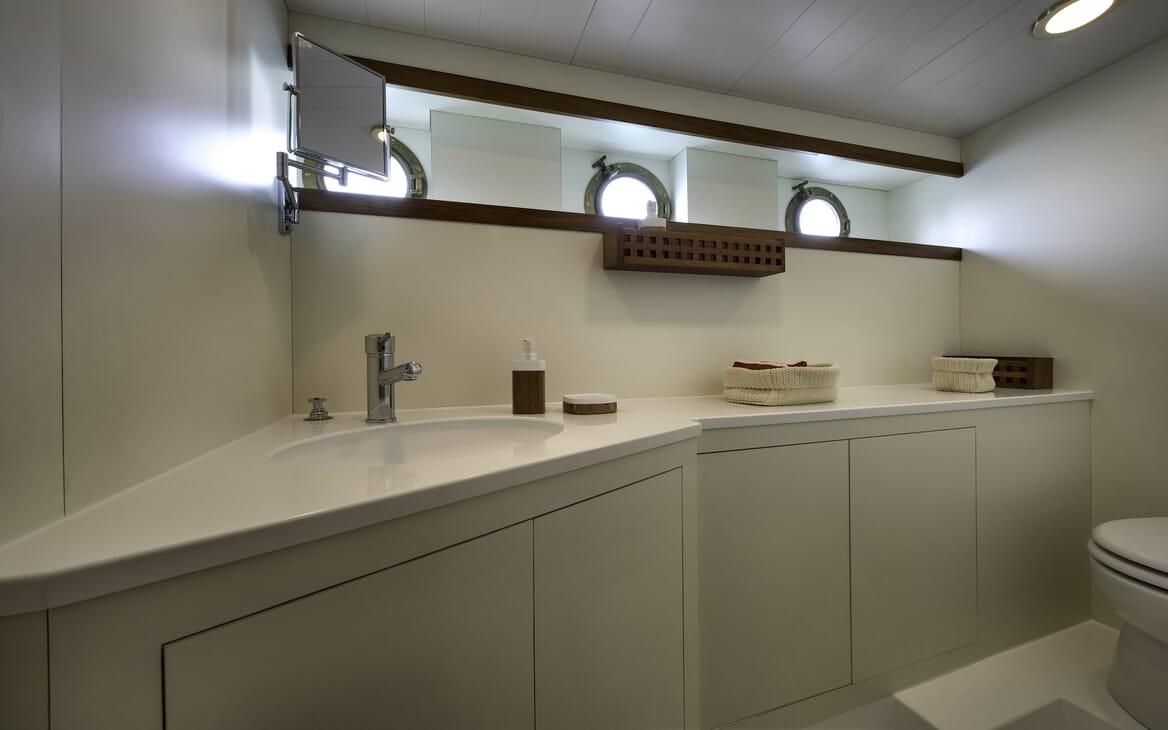 Motor Yacht Emerald  washroom