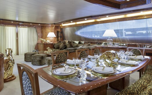 Motor Yacht Emerald salon