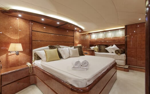 Motor Yacht Emerald master stateroom
