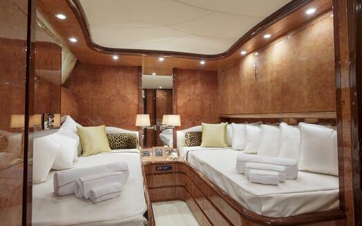 Motor Yacht Emerald twin cabin