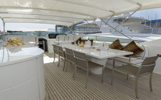 Motor Yacht Emerald flydeck