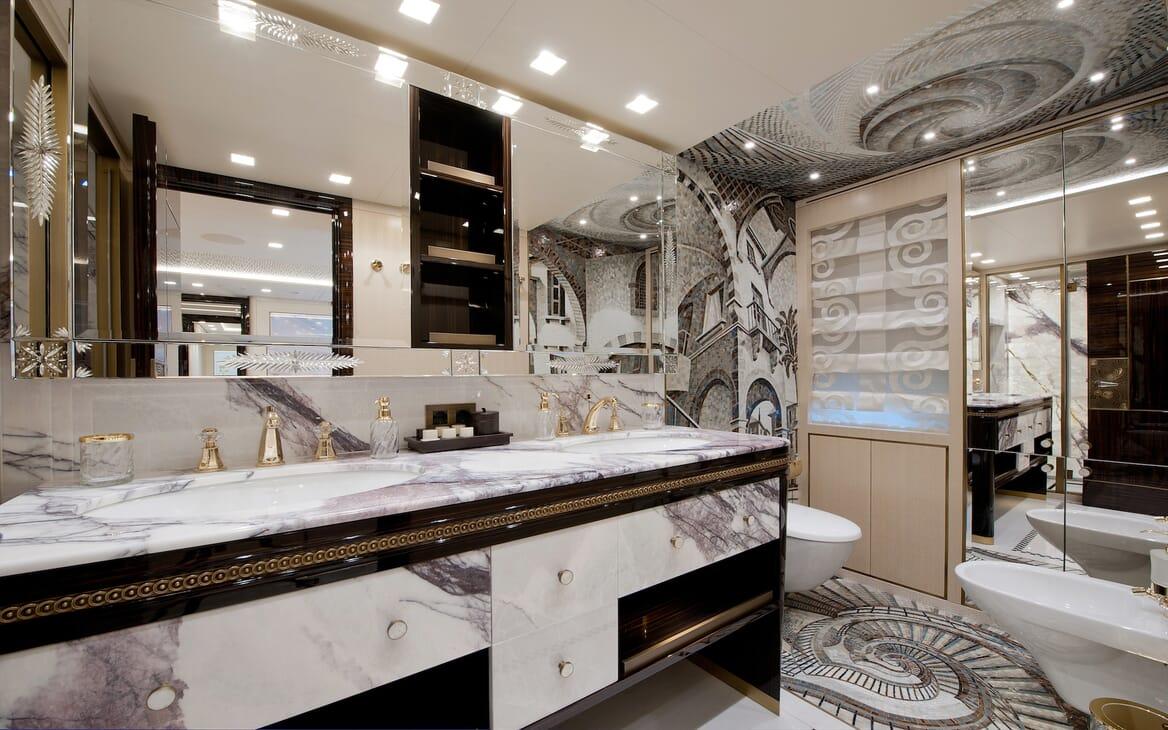 Motor Yacht Scorpion bathroom