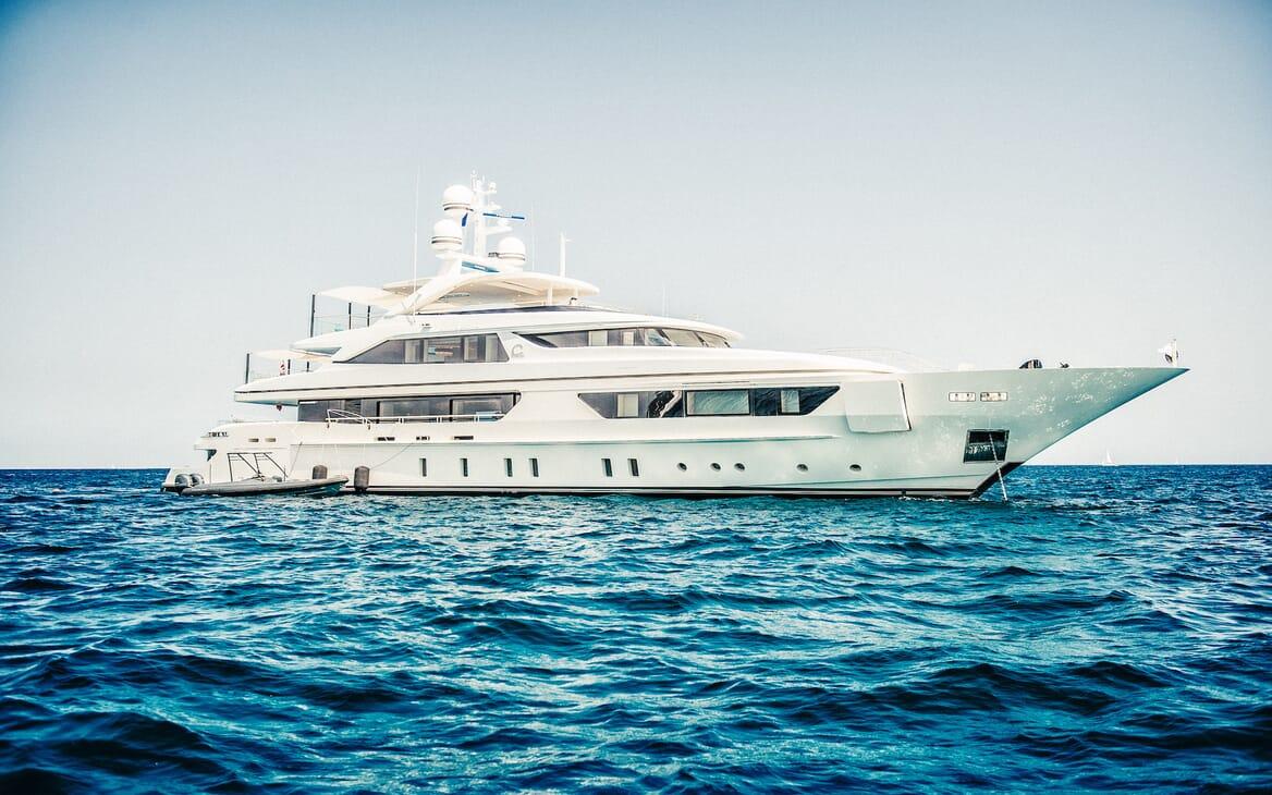 Motor Yacht Scorpion bow shot