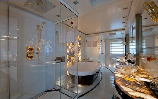 Motor Yacht Scorpion master bathroom
