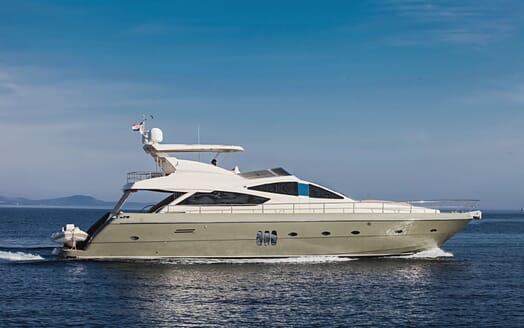 Motor Yacht Malibu running shot