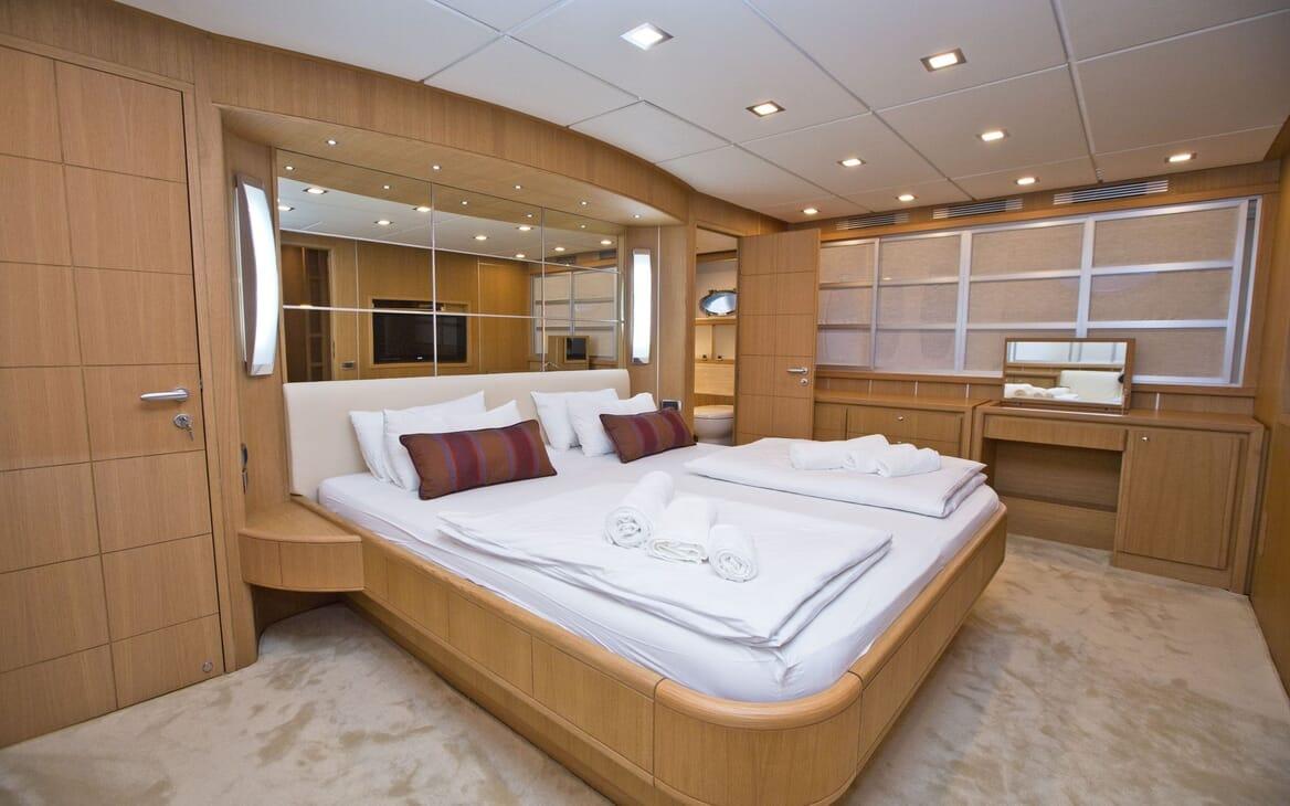 Motor Yacht Malibu master cabin