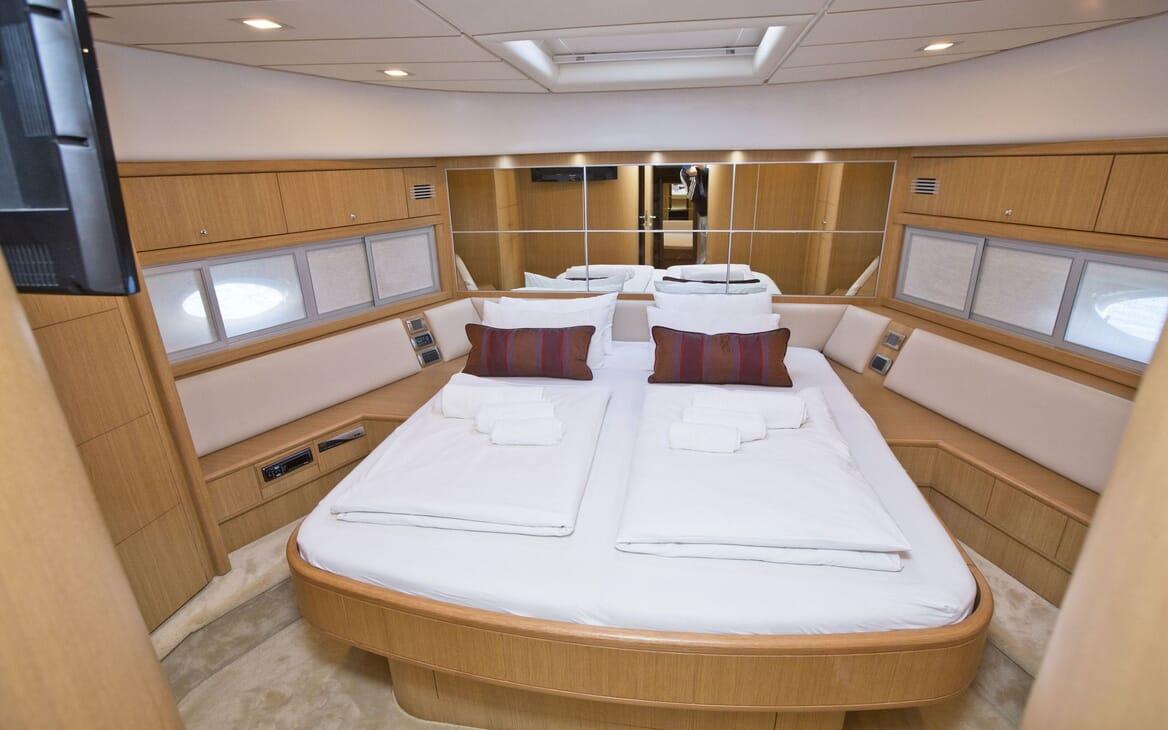 Motor Yacht Malibu guest cabin