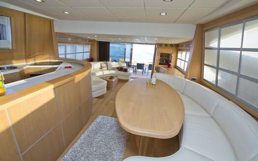 Motor Yacht Malibu salon
