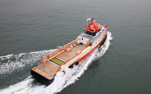 Motor Yacht Transit underway