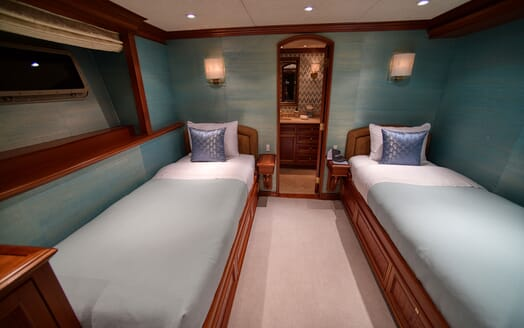 Motor Yacht T-ZERO Guest Twin Stateroom