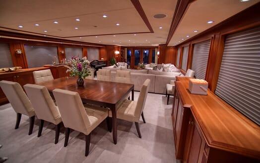 Motor Yacht T-ZERO Dining Table