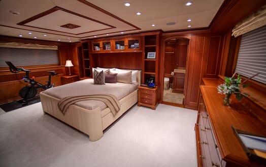 Motor Yacht T-ZERO Master Stateroom