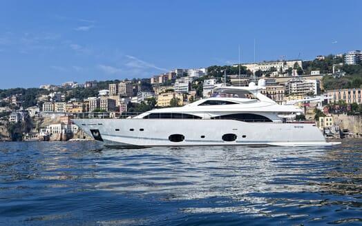 Motor Yacht Anne Marie cruising