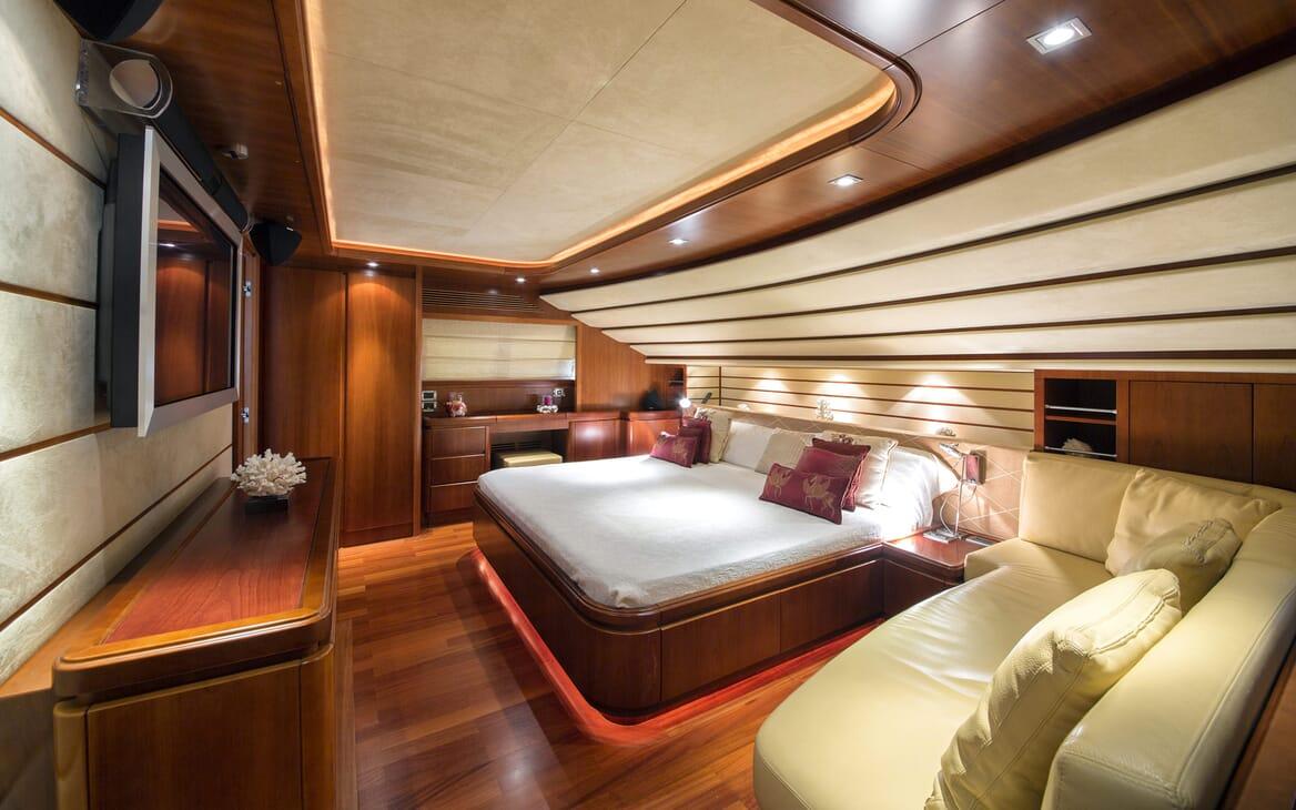 Motor Yacht Anne Marie master cabin