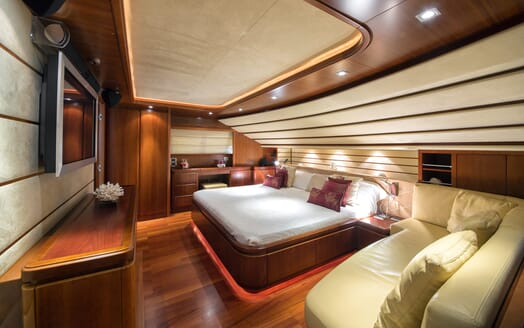Motor Yacht Anne Marie master cabin