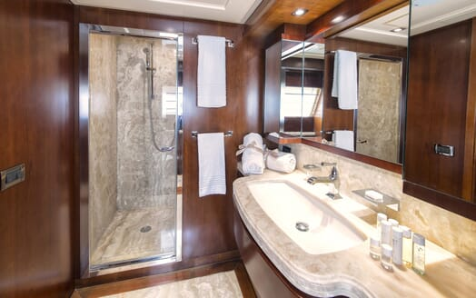 Motor Yacht Anne Marie bathroom