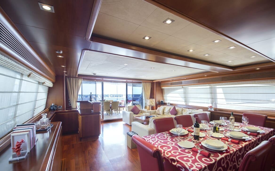 Motor Yacht Anne Marie dining area