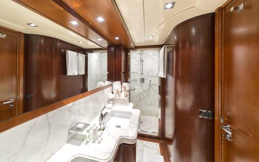 Motor Yacht Anne Marie washroom