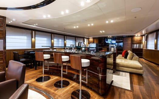 Motor Yacht Panakeia saloon