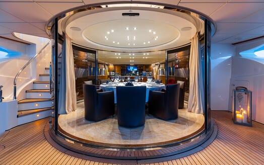 Motor Yacht Panakeia dining area