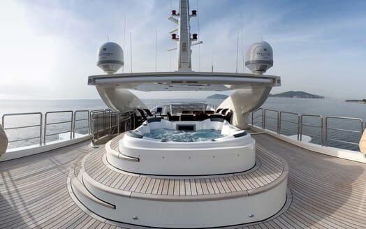 Motor Yacht Panakeia hot tub