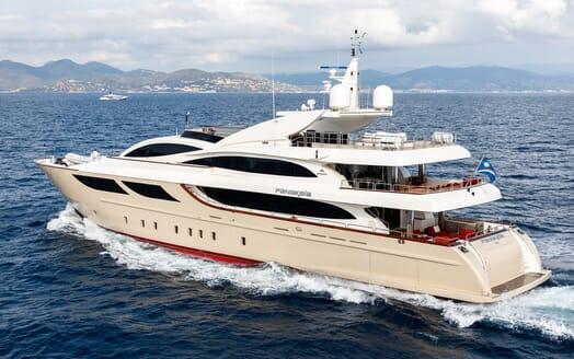 Motor Yacht Panakeia running shot